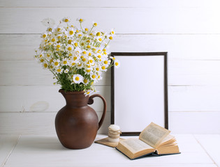 Daisy bouquet with book and motivational frame