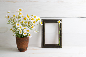 Vintage decoration frame with daisy