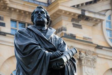 Das Martin-Luther Standbild vom Neumarkt in Dresden ( Deutschland )