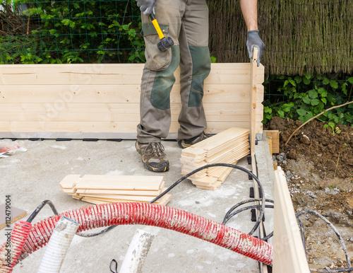 construire un chalet en bois photo libre de droits sur. Black Bedroom Furniture Sets. Home Design Ideas