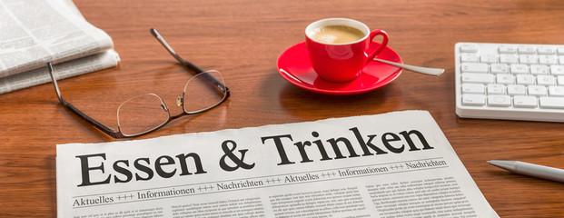 Zeitung auf Schreibtisch - Essen und Trinken