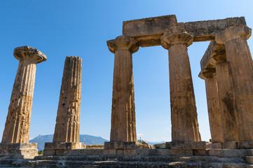 Развалины храма в древнем Коринфе