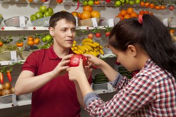Young woman buys grapefruit