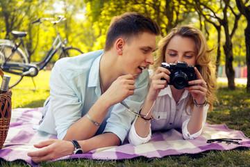 Romantic couple doing foto pictures.