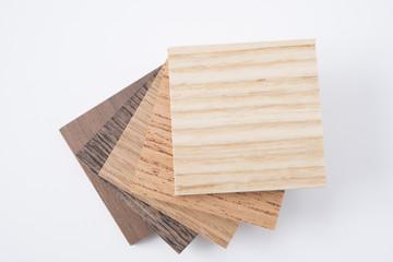 いろいろな種類の小さな木の板