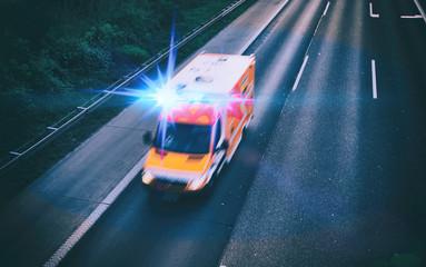 Krankenwagen auf der Autobahn