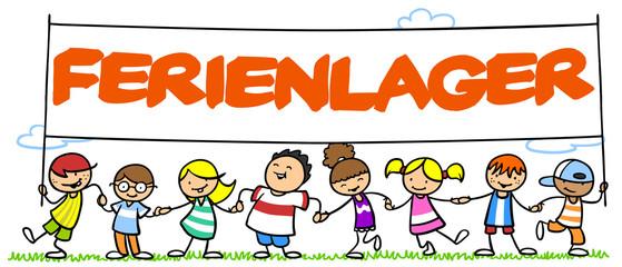 Gruppe Kinder im Ferienlager im Sommer