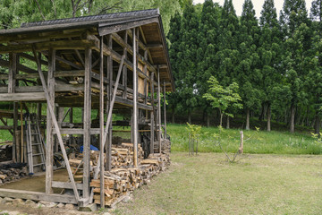 里山の木小屋