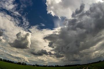 Am Himmel eine schöne Stimmung von Wolken