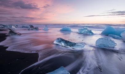 Poster Glaciers Icebergs on black volcanic beach in glacial lagoon, Iceland. Vatnajokull National Park
