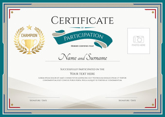 Certificate of participation template with green border, gold trophy seal and photo space
