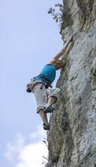 junge Frau beim Klettern in der Steiermark, Österreich