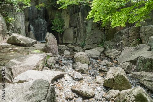 渓谷風の滝&川