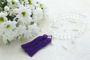 菊の花束と数珠