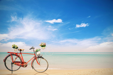 Autocollant pour porte Velo Old red Bicycle with basket flowers on beautiful beach tropical
