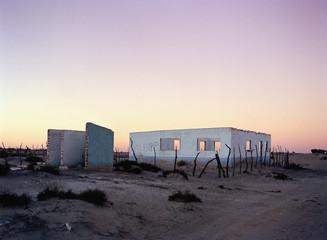 Baja California, Mexico, Latin America, An abandoned building in the desert