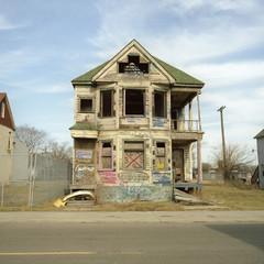 A run-down, abandoned house with graffiti on it, Detroit, Michigan, USA