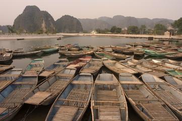 Boats, limestone mountain scenery, Tam Coc, Ninh Binh, south of Hanoi, North Vietnam, Southeast Asia, Asia