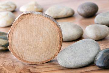 Holz und Steine
