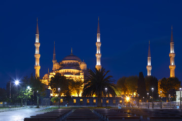 View of the Blue Mosque (Sultanahmet Camii) at night in Istanbul, Turkey