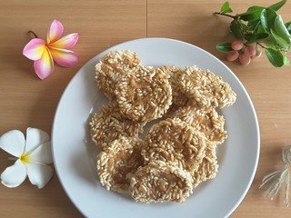 Thai rice biscuit on plate, flowers frangipani on table