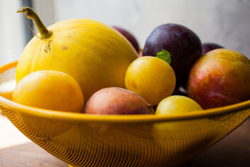 Fresh fruit in bowl