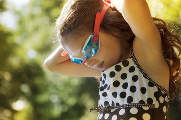 Girl (6-7) in swimming goggles
