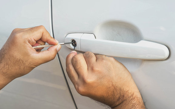 locksmith car will open white car door