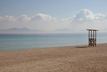Strand auf Mallorca mit Rettungsturm