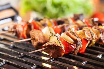 Papiers peints Grill, Barbecue Grilling shashlik on barbecue grill