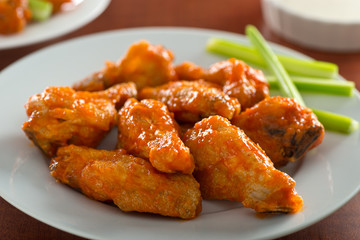 Spicy Chicken Wings with Sriracha Sauce