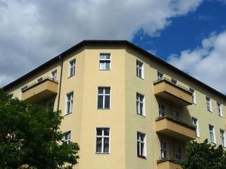 typisches Eckhaus in Berlin