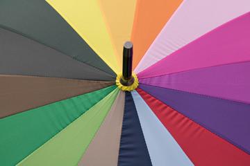 Regenschirm in fröhlichen Farben