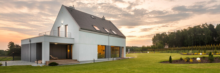Fototapeta House in the middle of green obraz