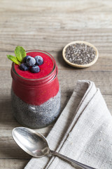Rasberry chia pudding with blueberries