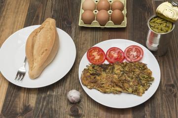 tortilla con esparragos, lata con esparragos, esparragos en conserva, huevos de gallina