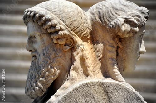 athen antike griechische statue jugend und alter im panathinaiko stadion dem olympiastadion. Black Bedroom Furniture Sets. Home Design Ideas
