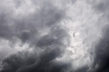 Cielo grigio nuvoloso