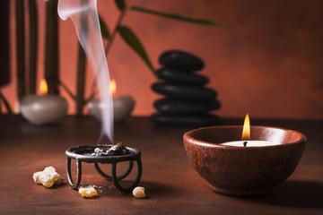 braciere con incenso fumante ,aromaterapia