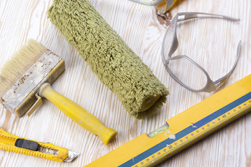 Construction tools: level, roller, glasses, knife and brush