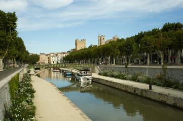 Het Canal du Midi stroomt door het centrum van Narbonne