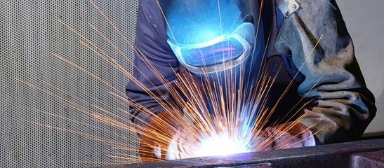 Schweißer im Stahlbau
