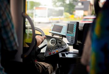 Busfahrt im öffentlichen Straßenverkehr