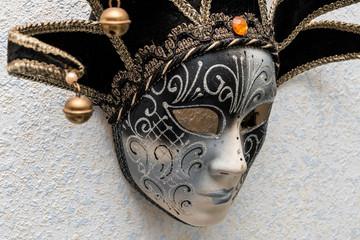 Masque vénitien le Joker noir et blanc