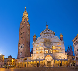 Foto auf Acrylglas Denkmal Cremona - The cathedral Assumption of the Blessed Virgin Mary dusk.