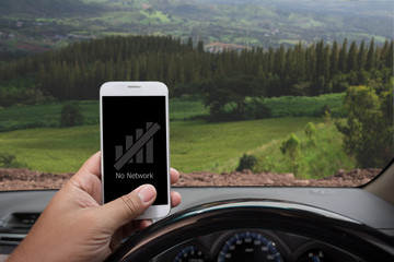 """""""No Network"""" showing on the smartphone inside a car"""