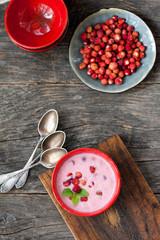 Wild strawberries with sour cream