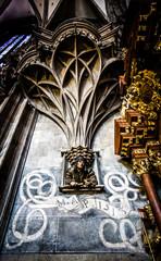 Kunstvoll verzierte Kanzel im Stephansdom in Wien