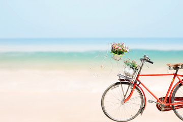 Autocollant pour porte Velo Old red Bicycle with basket flowers on blured beach tropical sea