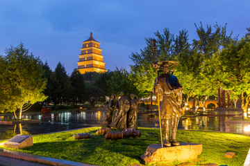 Xian, China - park and great wild goose pagoda at night Fototapete
